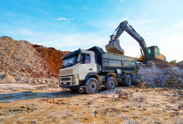 loadingalargelorrybuildingmaterial